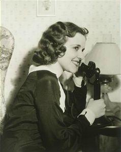 Femme au téléphone 3