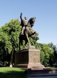 Emir_Timur_statue_-_Tashkent
