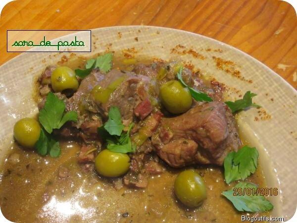 Civet de porc aux lardons et olives.
