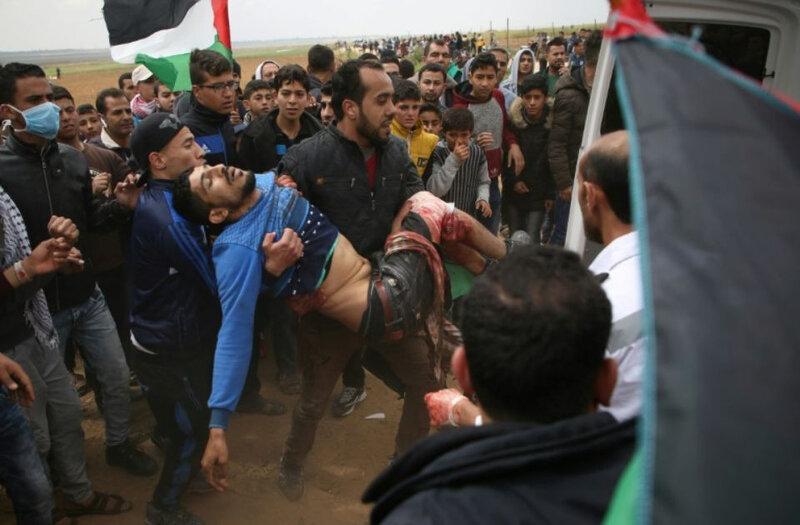 1109423-un-jeune-palestinien-est-porte-dans-une-ambulance-apres-avoir-ete-blesse-lors-d-affrontements-avec-l