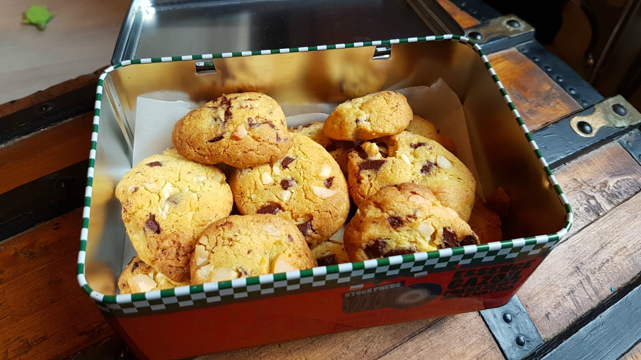 Sablookies au chocolat noir et noix de macadamia