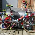 Customisation de velo en yarn bombing ou l' urban knitting bike ep.13 &14, le retour !!