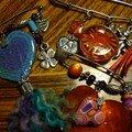Gri-gris, broches, bijoux de portables...