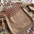 pull à empiècement multicolore mousse taille 8 ans