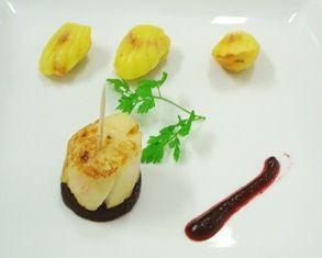 Saint Jacques sautée, betterave acidulée et madelaines au wasabi