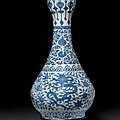 A rare and finely painted large blue and white 'Dragon' garlic-mouth vase, suantouping, Wanli six-character mark in underglaze blue in a line and of the period (1573-1619)
