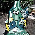 Grande bouteille, pot et bocal verre peints sur bois découpé - Outil communication Le tri Création Recyclage du verre La Ligue contre le Cancer - Panneau Agglopole Provence