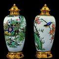 Paire de vases en porcelaine de la