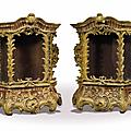 Paire de petites vitrines en bois sculpté et laqué jaune, italie, xviiième siècle