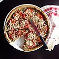 Tarte à la crème de <b>fanes</b> de <b>radis</b> et à la tomate -pâte à tarte à la farine de lentilles vertes (vegan)