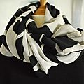 Grand foulard, ou étole, châle.. réversible bi-matières noir et blanc - black and white