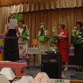 Remise des compositions florales aux animatrices et à Madame le maire