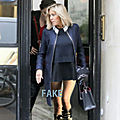 <b>Brigitte</b> <b>Macron</b>, la mini-jupe lui va trés bien