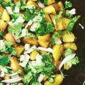 Chou de chine dachine dachine ou taro sauté comme des pommes de terre.