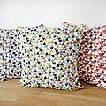 Housse de coussin carrées 35 x 35 cm - tissu graphique imprimé triangles multicolores