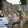 Cimetière de l'église de Vals en Ariege Tombe d'enfant Jouets (12) 800x600