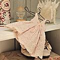 Dans ma robe en soie rose...