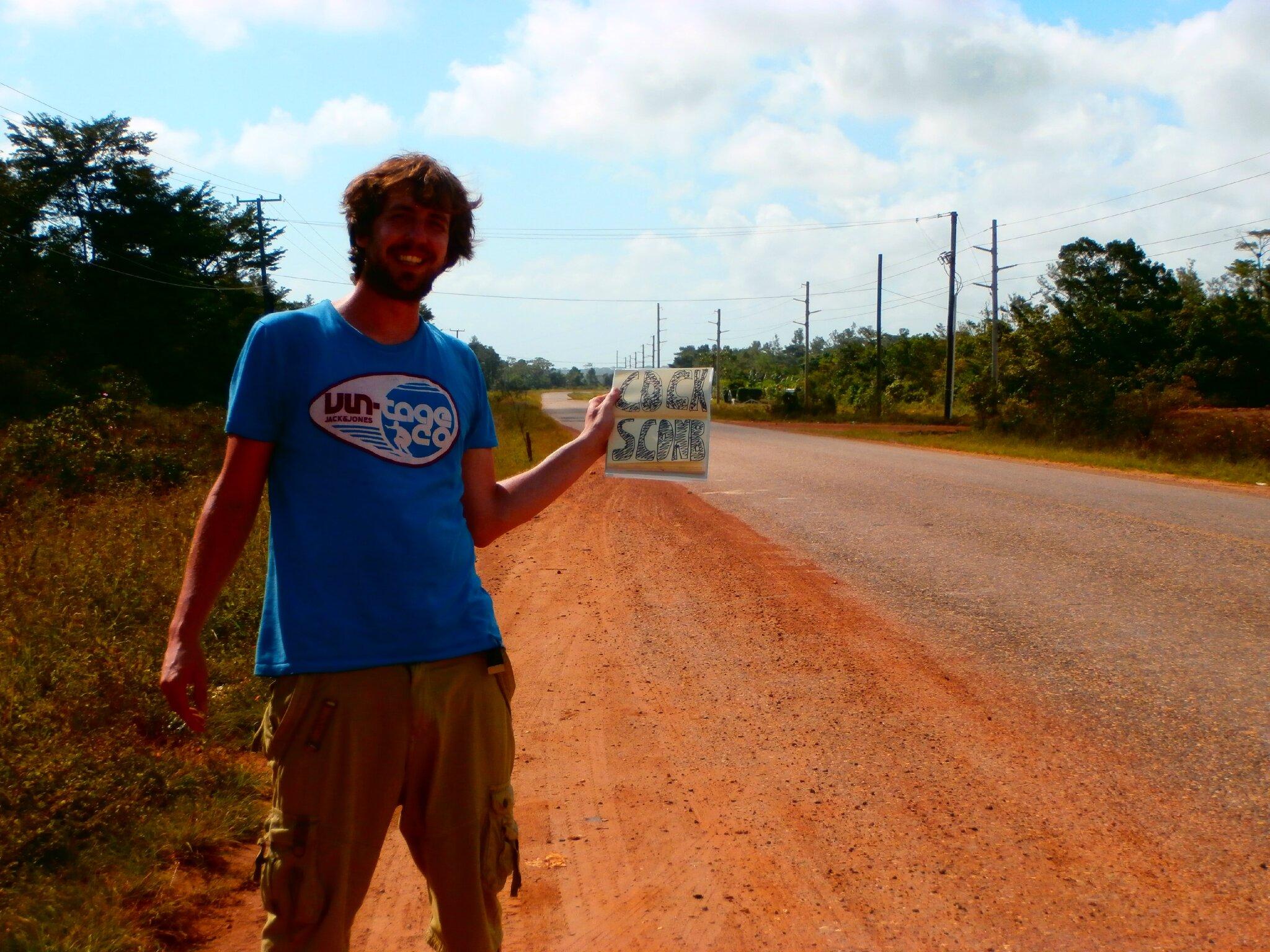 Au Belize, en quittant Hopkins. Le stop n'a pas marché ce jour-la (normal, j'suis du mauvais cote de la route !)