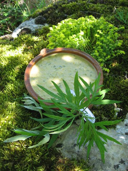 Velouté d'armoise au curry