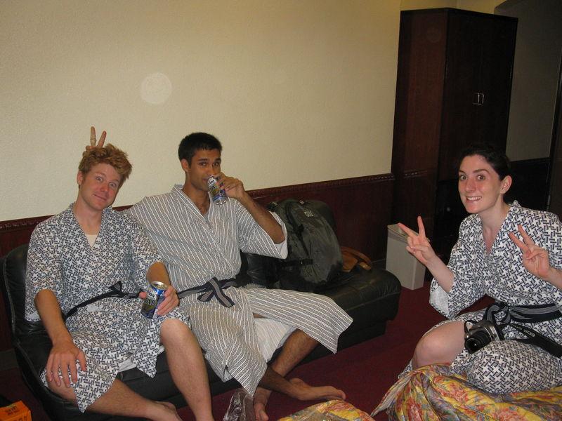 Première soirée à Naha, en robe de chambre japonaise:)