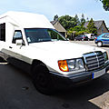 MERCEDES W124 ancienne <b>ambulance</b>