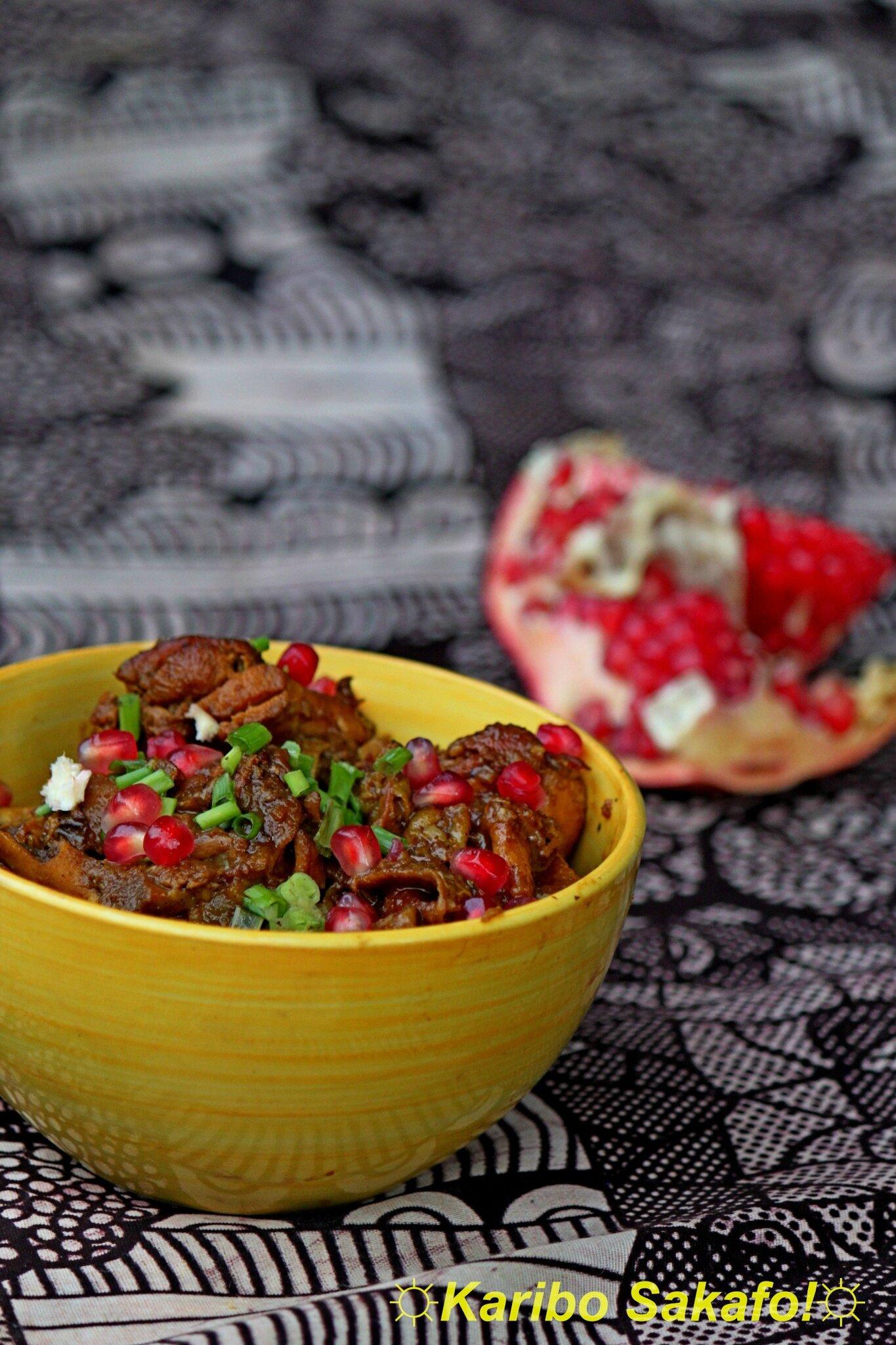 Koresh fesenjan (ragoût de poulet iranien aux noix et à la mélasse de grenade)