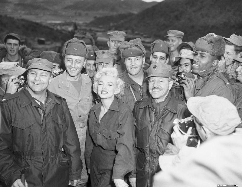 1954-02-16-4_base_1st_marine_division-kaki-010-1