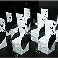 Des petits chaises marque-places