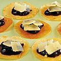 Craquants de fromage basque , marmelade de griottes .