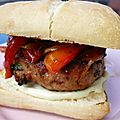 Burger de <b>porc</b> à l'italienne {au <b>barbecue</b>}