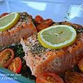 Pavés de saumon au four sur un lit d'épinards