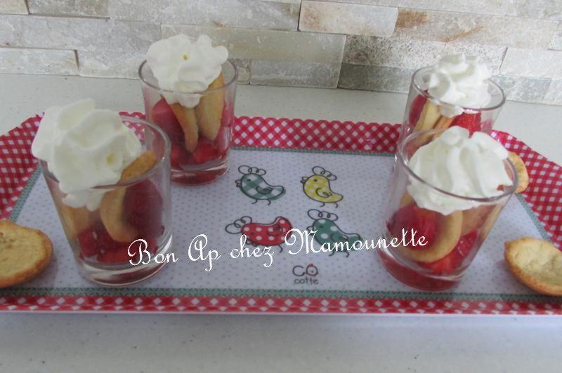 mignardises pâte maison sablée sucrée aux fraises 035-