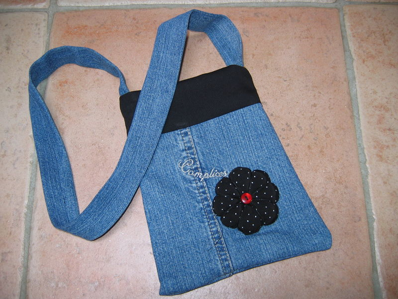 Un petit sac pour le MP3 de Louna