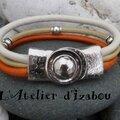Le soleil est encore au rendez vous ce matin. Et danc ce <b>bracelet</b> en cuir jaune, orange, blanc, il l'est aussi...