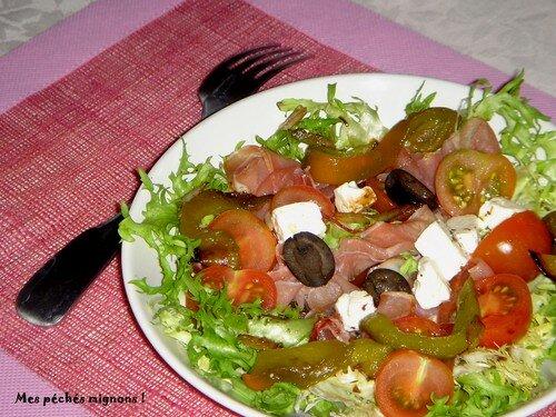 Jambon fumé et féta en salade