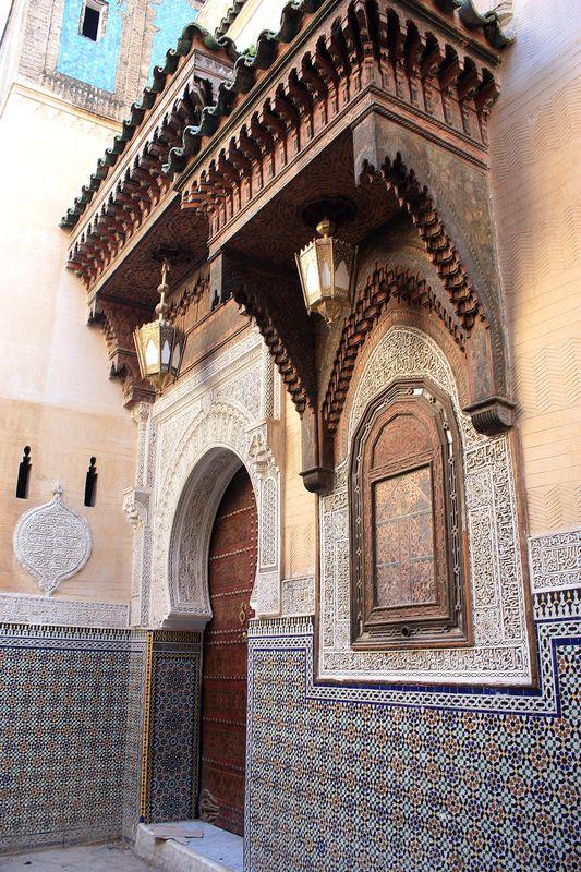 41. mosquée mausolée, stuc et bois