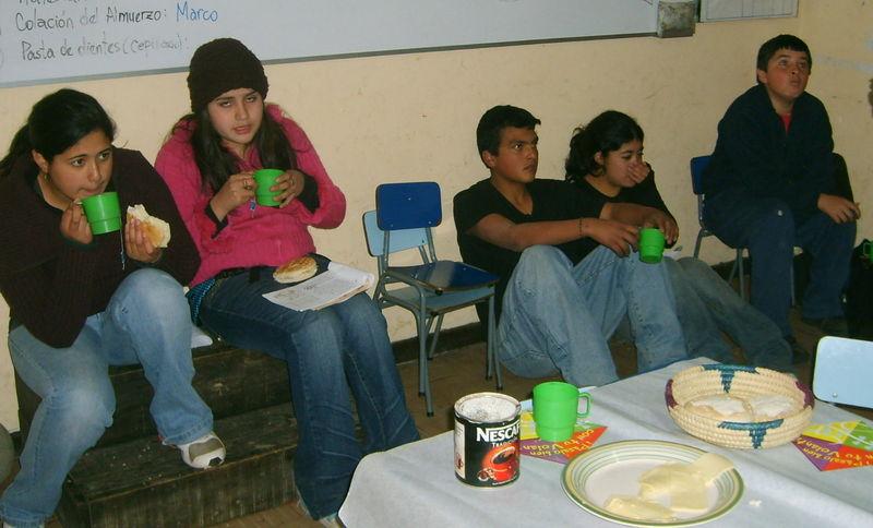 los jóvenes: Nicole, Emilio, Raúl...