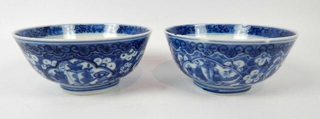 Paire de bols en porcelaine à décor