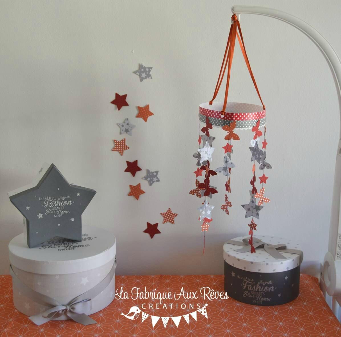 mobile papillons étoiles orange rouge gris - décoration chambre ...