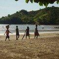 Sur la plage, en famille