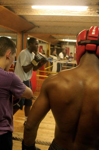 the black connection of Rwanda! JP (musclor) regarde son brother James en action!