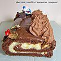 Buche de noêl : chocolat, vanille et son coeur croquant