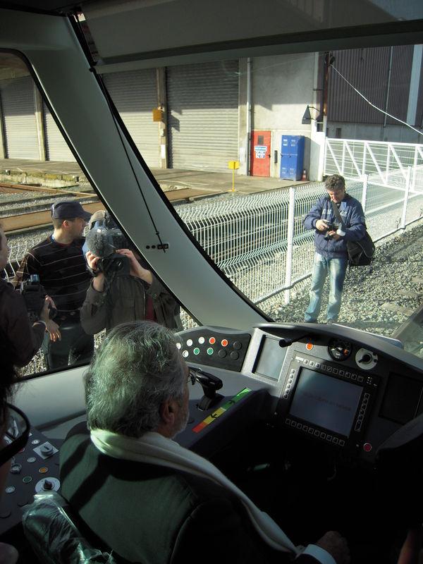 Jean-Claude Antonini aux commandes du tramway d'Angers