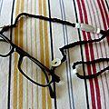 Pour ne pas perdre ses lunettes / Para no perder las <b>gafas</b>