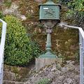 Boite aux lettres juchée dans un escalier à Pont-Aven (Bretagne)