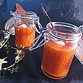 Soupe poivron, tomate, pétale de tapenade
