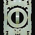 Plaque armillaire archaïsante en jade céladon pâle, chine, marque et époque qianlong (1736-1795)