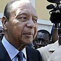 L'ambassadeur français refuse de serrer la main de Jean-Claude <b>Duvalier</b>