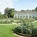Le parc de <b>Bagatelle</b> : sa roseraie, sa folie et l'exposition « Savez-vous planter des choux »