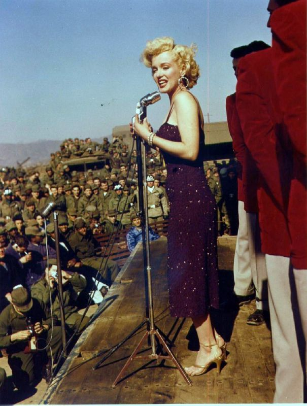 1954-02-16-4_base_1st_marine_division-stage-010-by_Bob_Jennings-2